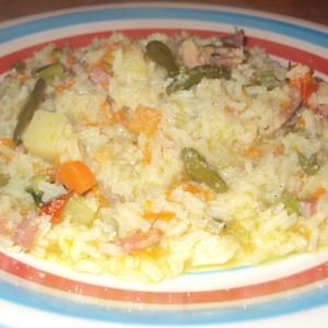 Рижото со мешан зеленчук и сланина