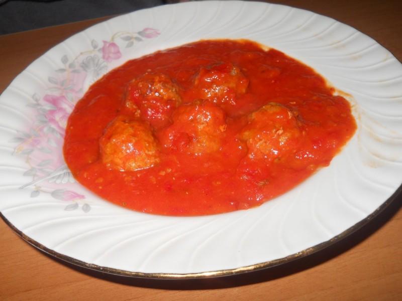 Ќофте во сос од домати
