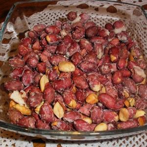 Печени кикирики и лешници