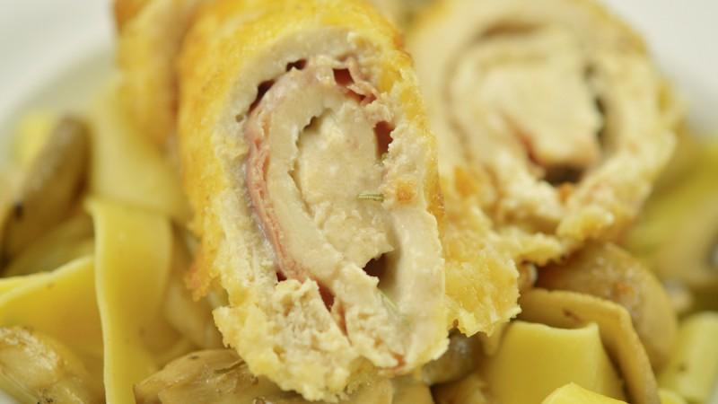 Видео рецепт: Ролувани пилешки гради на италијански начин
