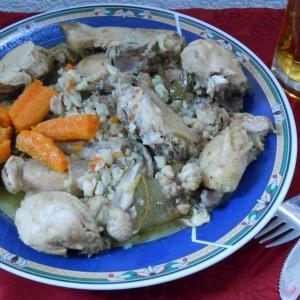 Динстано пиле со пиво и лук