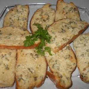 Потпечени лепчиња со пржено лукче и крем сирење