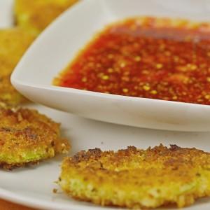 Видео рецепт: Зачинети крукчиња од тиквичка со сладок чили сос