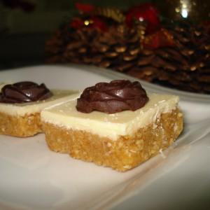 Слатки со мелени бисквити и лешници