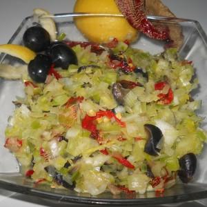 Праз салата со маслинки