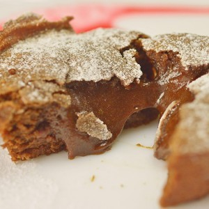 Видео рецепт: Чоколаден фондан лава колач