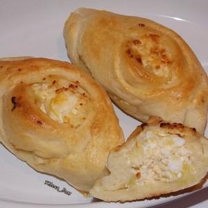 Пециво со праз и сирење