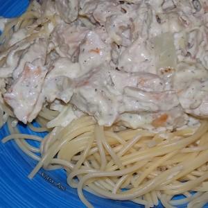 Шпагети со грилован стек и крем сос