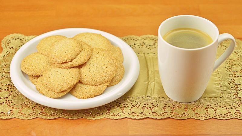 Видео рецепт: Бисквити од бадеми
