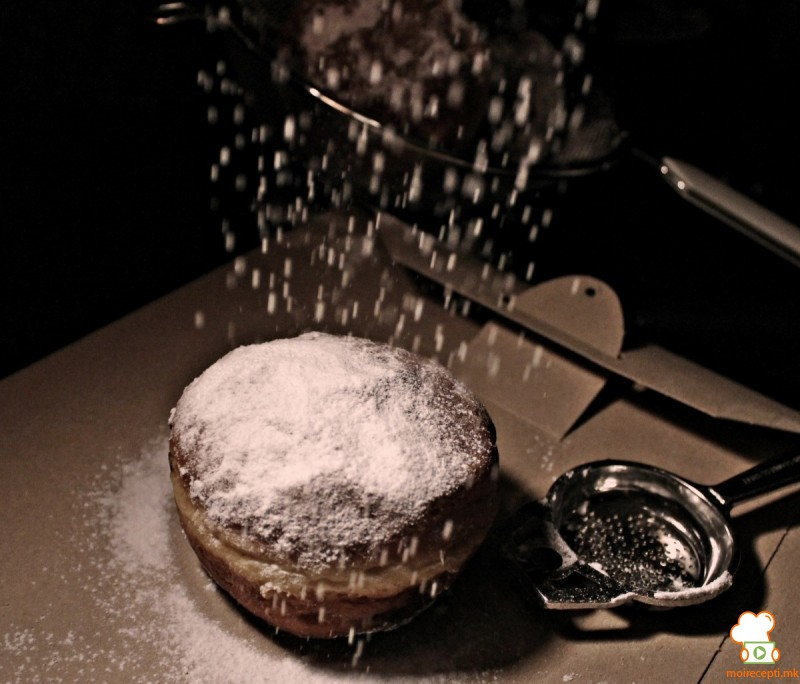 Крофни со кисела павлака и рум