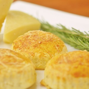 Видео рецепт: Погачици со рузмарин и пармезан