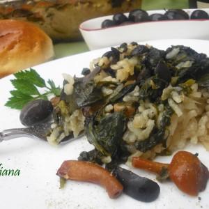 Спанаќ со ориз, печурки и маслинки
