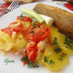 Посен компир во тава со сос од лук