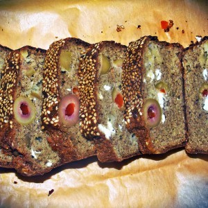 Француски колач со маслинки и кашкавал