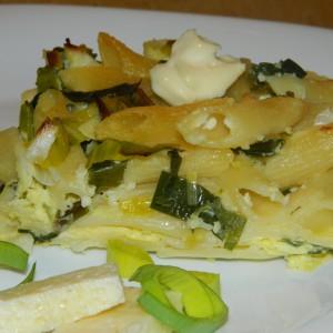 Потпечени макарони со праз и сирење
