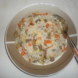 Посна салата со ориз