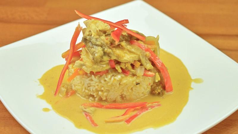 Видео рецепт: Црвено Тајландско пилешко со кари