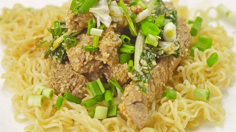 Видео рецепт: Свинско со сусам на кинески начин