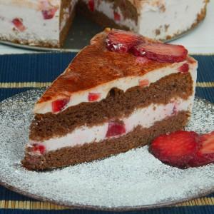 Јогурт торта со јагоди и мед