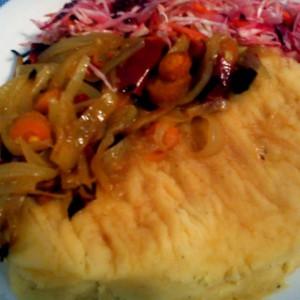Пире и кромид со ѓумбир и кари (посно)