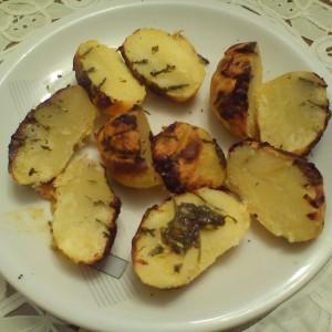 Печени компири со лукче (без масло)