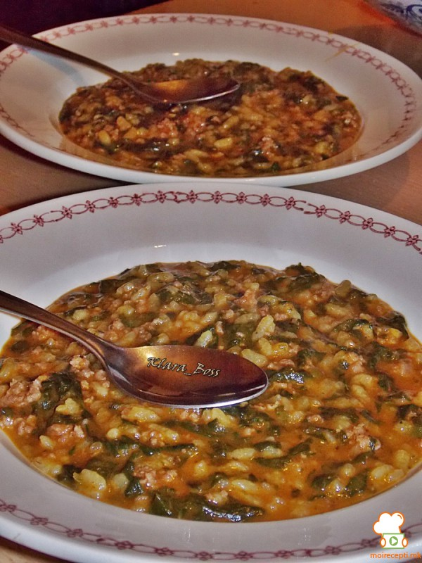 Манџа со спанаќ, мелено месо и ориз