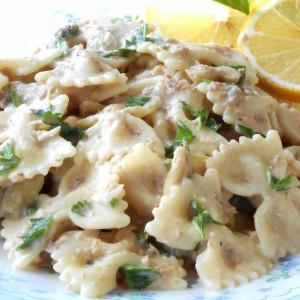 Тестенини со туна и печурки