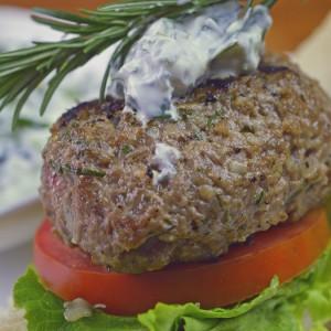 Видео рецепт: Бургери од јагнешко месо и рузмарин