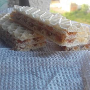 Брз крцкав десерт со обланди и мармалад (посно)