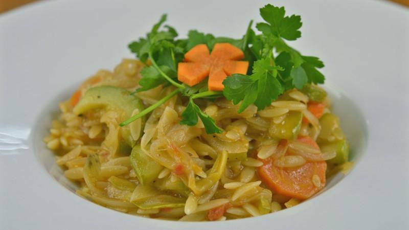 Видео рецепт: Рижото од тестенини со тиквички и морков (Посно)