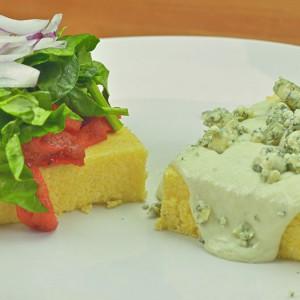 Видео рецепт: Солени палента коцки со два соса (Посен и со сино сирење)