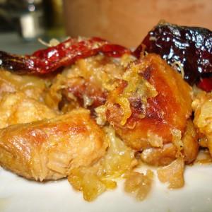Тава со свинско месо и суви пиперки