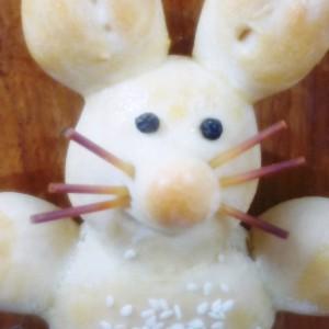 Велигденско зајче со мустаќи