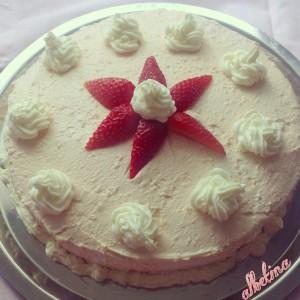 Пудинг торта со мармалад од јагоди