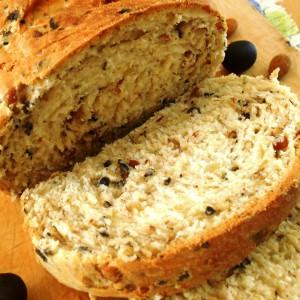 Леб со бадеми и маслинки