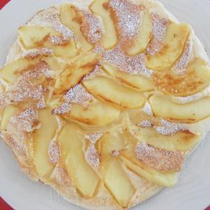 Пржен колач со јаболка