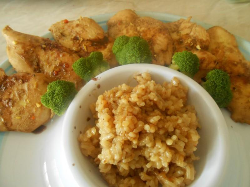 Маринирано-динстано пилешко со прилог