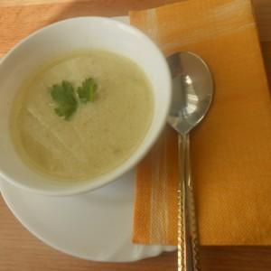 Крем супа со пилешко и брокула