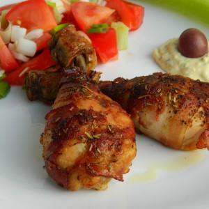 Пилешко со сенф и сланина
