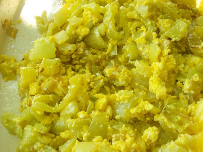 Пржени пиперки со сирење и јајца