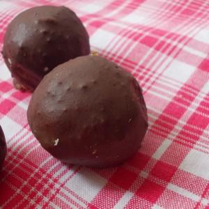 Бисквит бомбици со еурокрем