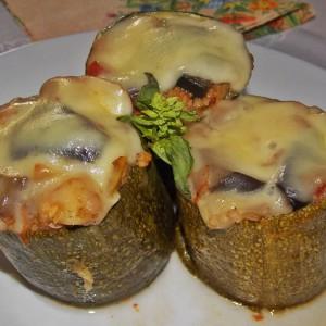 Тиквички полнети со зеленчук и кус кус