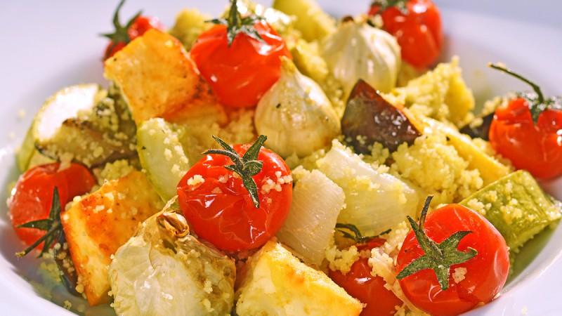 Видео рецепт: Кус-Кус салата од печен зеленчук и биено сирење