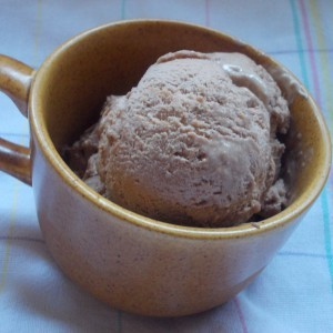 Какао сладолед со бисквити
