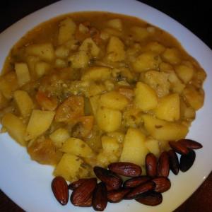 Марокански гулаш со суви кајсии и бадеми