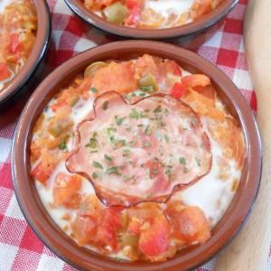 Јајца во сос од домати