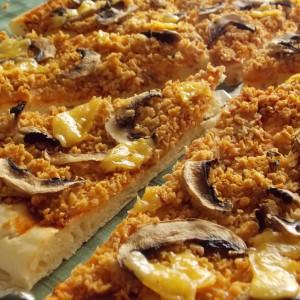 Посна пица со соја трошки