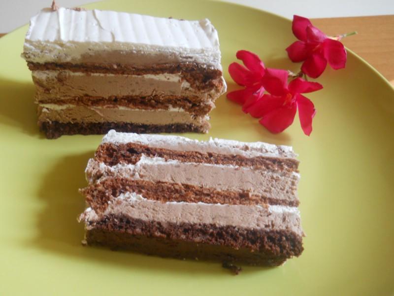 Чоколадна торта со мелени бисквити, пудинг и слатка павлака