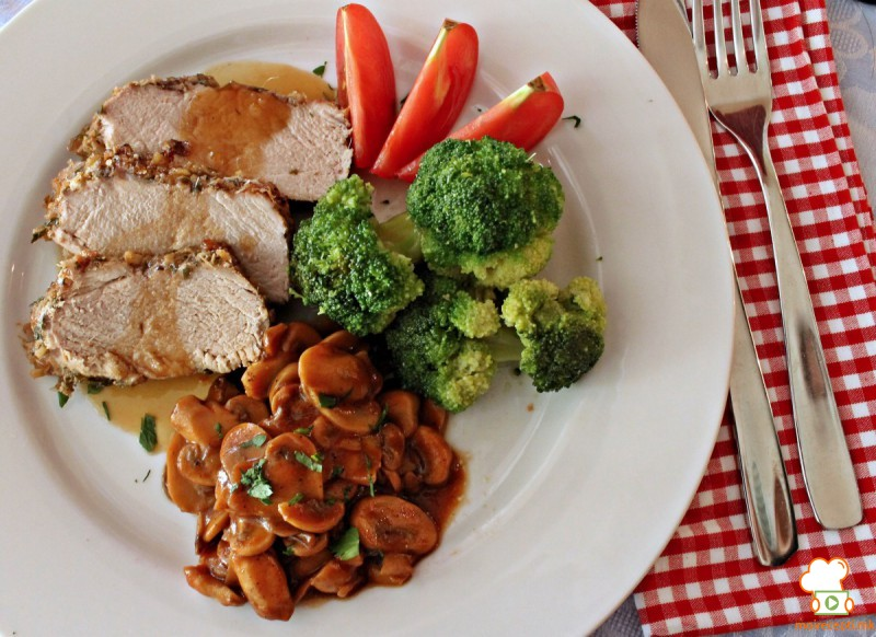 Свинско филе со печурки