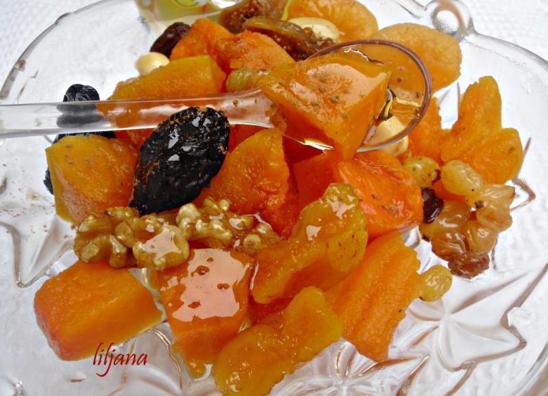 Тиква со сушени плодови